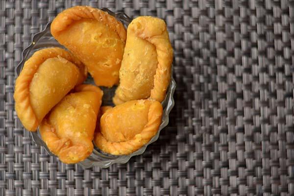 healthy holi snacks gujiyas mfine