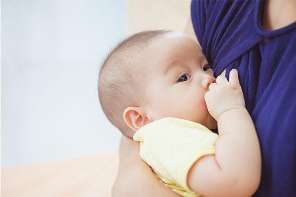 breastfeeding mother mfine