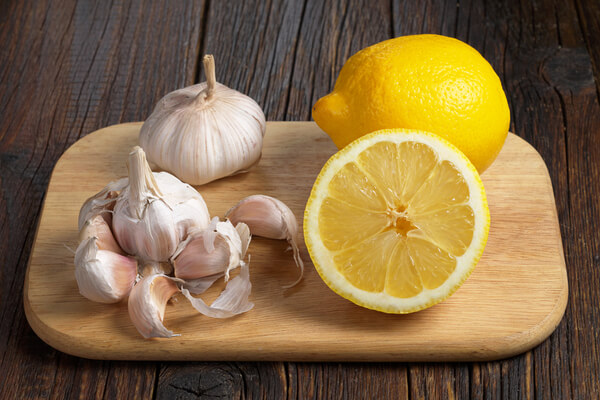 how to shrink a goiter naturally - lemon and garlic